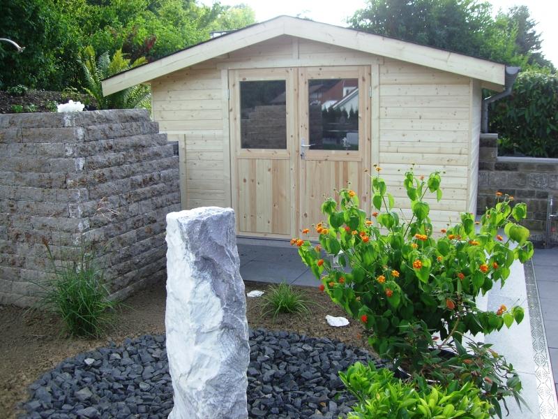 Gartenhaus auf Mauer aufgesetzt